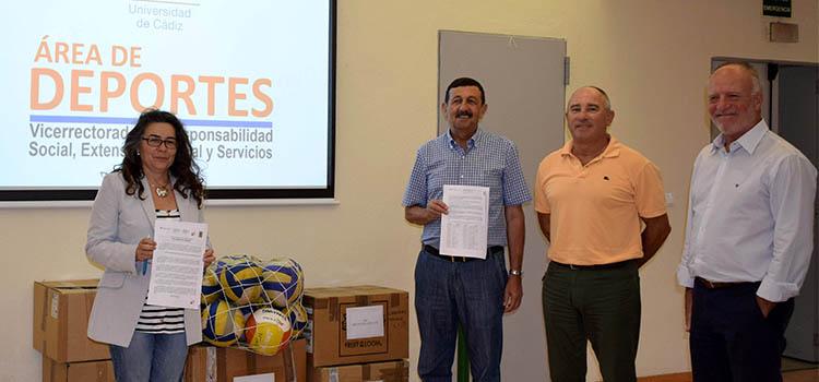 La UCA entrega material deportivo a la Asociación 'Salam Paz' para el pueblo saharaui