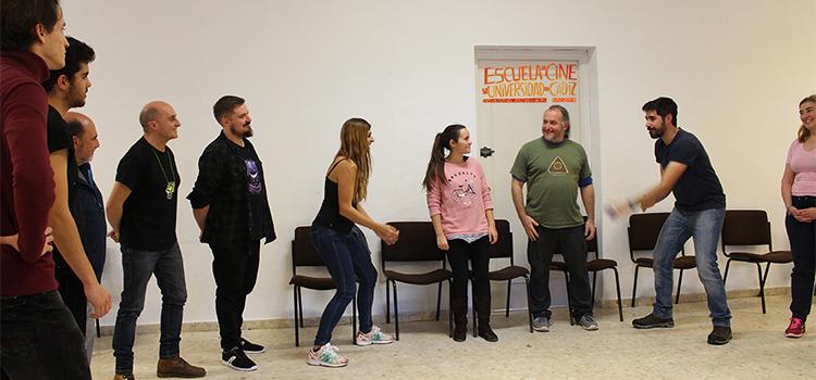 Pepe Viyuela enseña las técnicas de payaso en la Escuela de Cine de la UCA