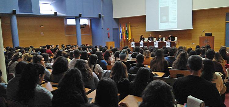 Expertas analizan el uso del género en la Jornada 'Publicidad No Sexista' en el Campus de Jerez