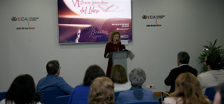 La lectura de la obra literaria de Felipe Benítez Reyes inaugura la VI Semana Universitaria del Libro