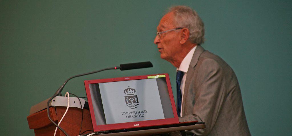 La Real Sociedad Española de Química premia la trayectoria científica de Guillermo Martínez Massanet
