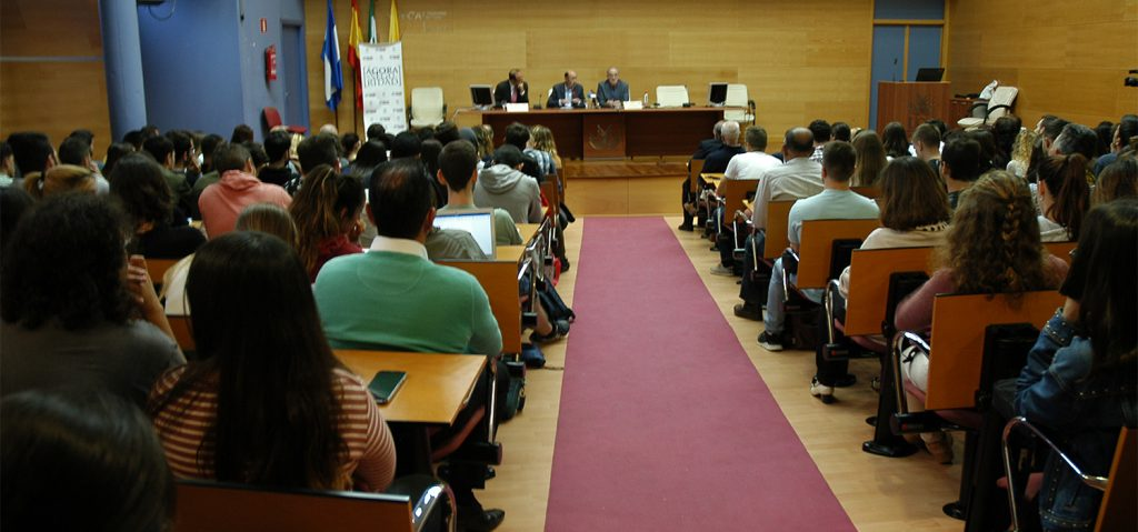 Rubalcaba habla en la UCA de 'La evolución de las amenazas a la seguridad desde la Transición'