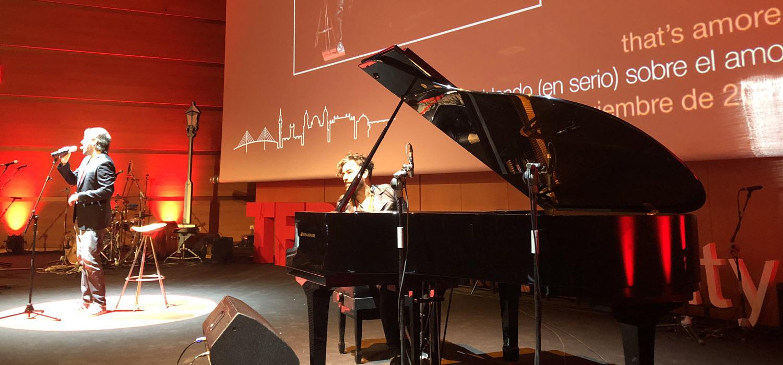Célébration du 'TEDxCádizUniversity 2018' qui affiche complet avec un public impatient