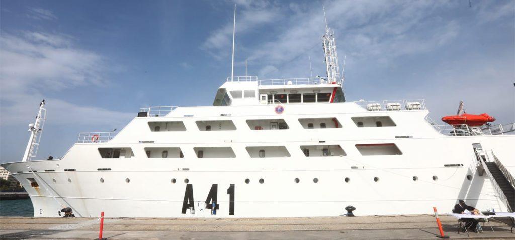 El barco 'Intermares' muestra sus instalaciones para investigación pesquera en el Puerto de Cádiz