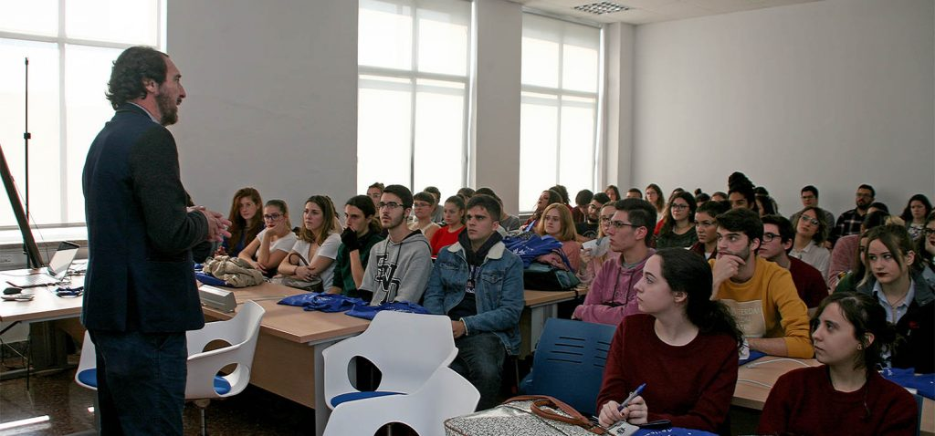 Más de un centenar de personas participan en las jornadas 'Las ciencias del lenguaje al alcance de todos'