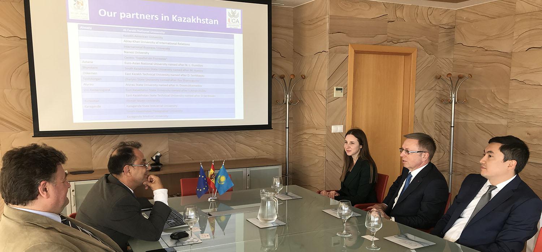 Visita institucional del embajador de la República de Kazajistán a la UCA