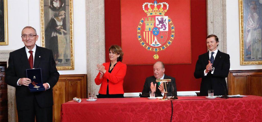 El doctor Honoris Causa de la UCA Miguel Ángel Ladero recibe el II Premio Órdenes Españolas