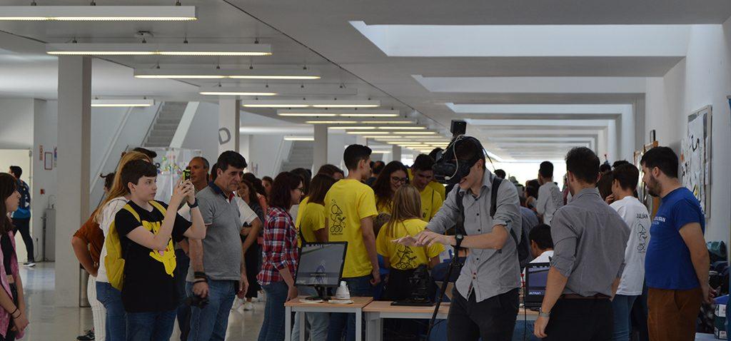 800 estudiantes de Secundaria asisten al certamen 'RobyCad' en la Escuela Superior de Ingeniería