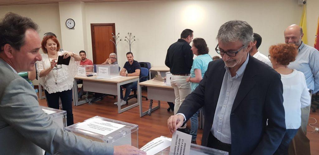 El Consejo de Gobierno de la Junta nombra a Francisco Piniella rector de la UCA
