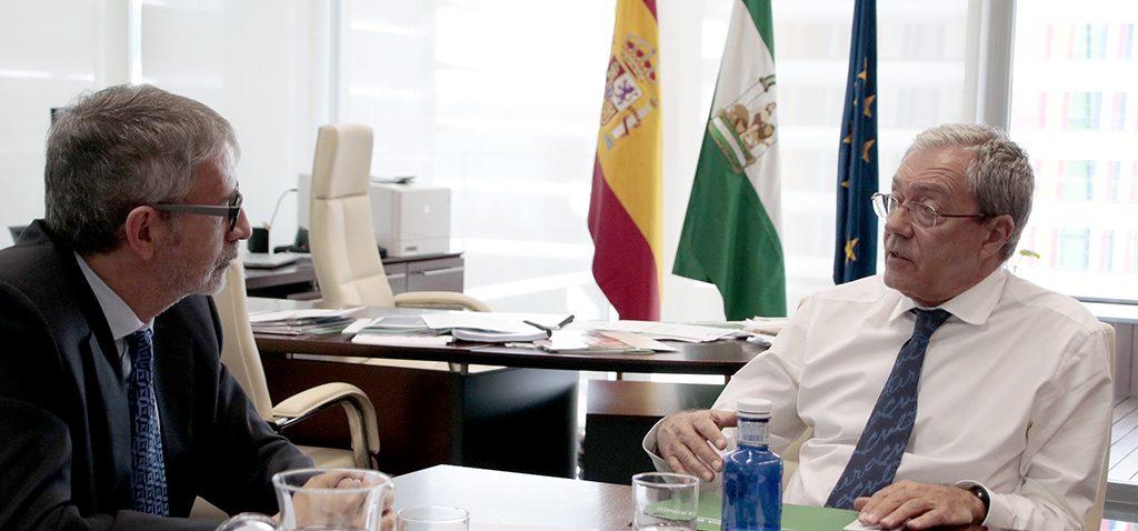 El rector y el consejero de Economía se reúnen en Sevilla para abordar la financiación del proyecto de Valcárcel