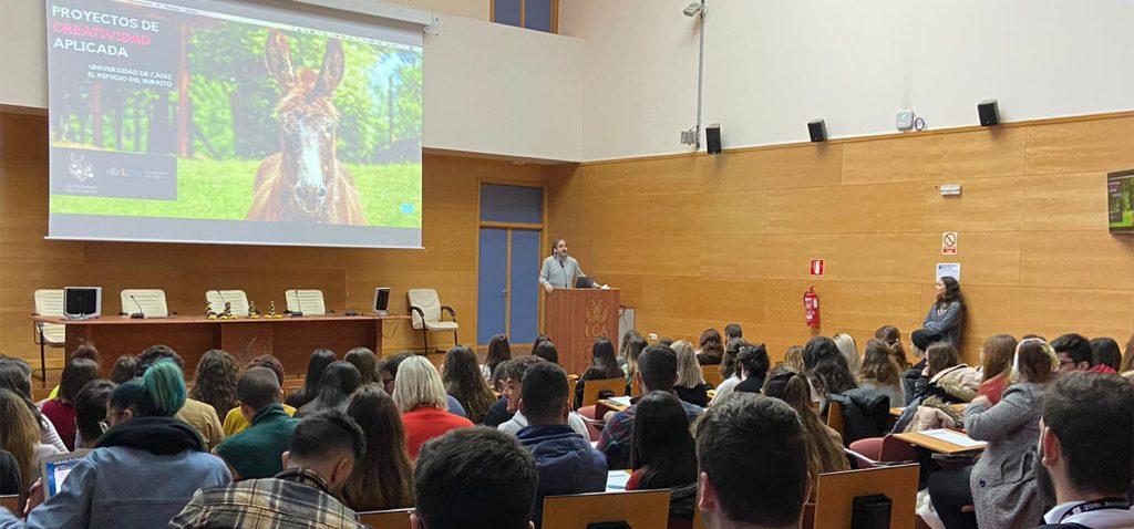Alumnado UCA presenta sus propuestas de campañas publicitarias de fin social en el Campus de Jerez