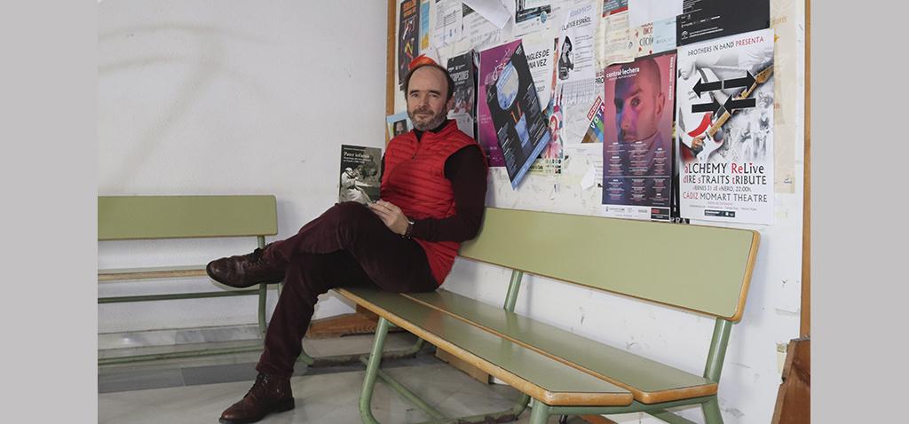 El catedrático Francisco Vázquez publica un libro genealógico sobre la figura del cura pederasta en España