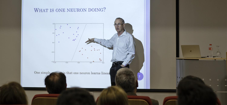 Conferencia magistral del padre del algoritmo GENITOR en la Escuela Superior de Ingeniería