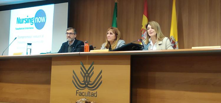 La UCA arranca en la Facultad de Enfermería de Algeciras una campaña de sostenibilidad con el reparto de 450 botellas