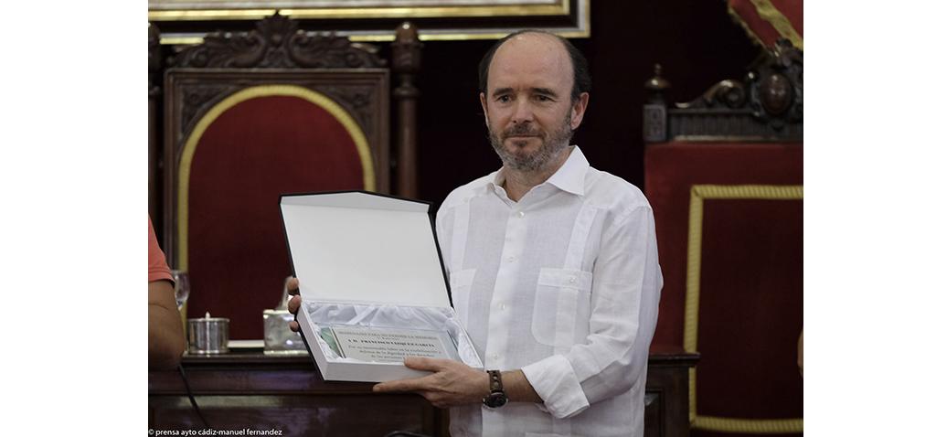 El catedrático de la UCA Francisco Vázquez recibe el 'Premio de Memoria LGTBIQ+' 2020
