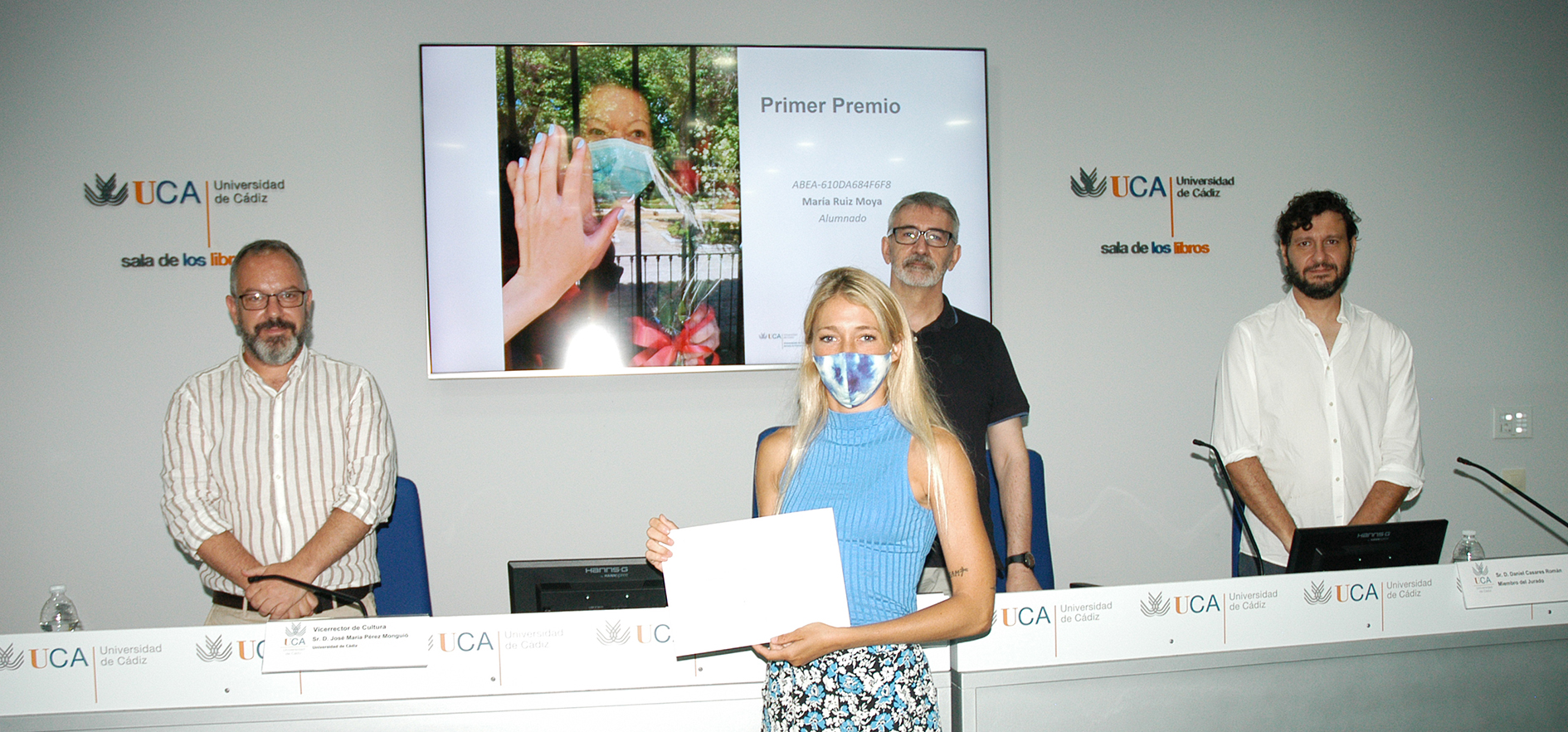 La UCA entrega los premios del concurso de fotografía 'Veo-Veo. La primavera invisible'