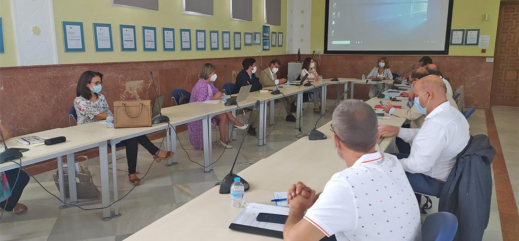 La Junta reactiva la Comisión Paritaria con la UCA para regular uso de instituciones sanitarias en docencia e investigación