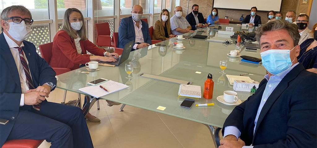 El nuevo presidente del Consejo Social se reúne con el rector y el Consejo de Dirección de la UCA