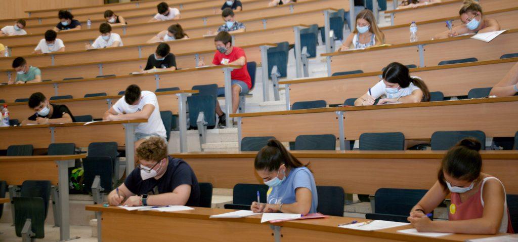 Los estudiantes de nuevo ingreso podrán matricularse hasta este viernes en los grados UCA dentro del último plazo de la fase ordinaria