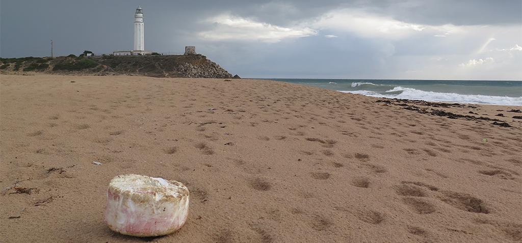 Investigadores de la UCA constatan que las colillas son los residuos más abundantes en las playas gaditanas