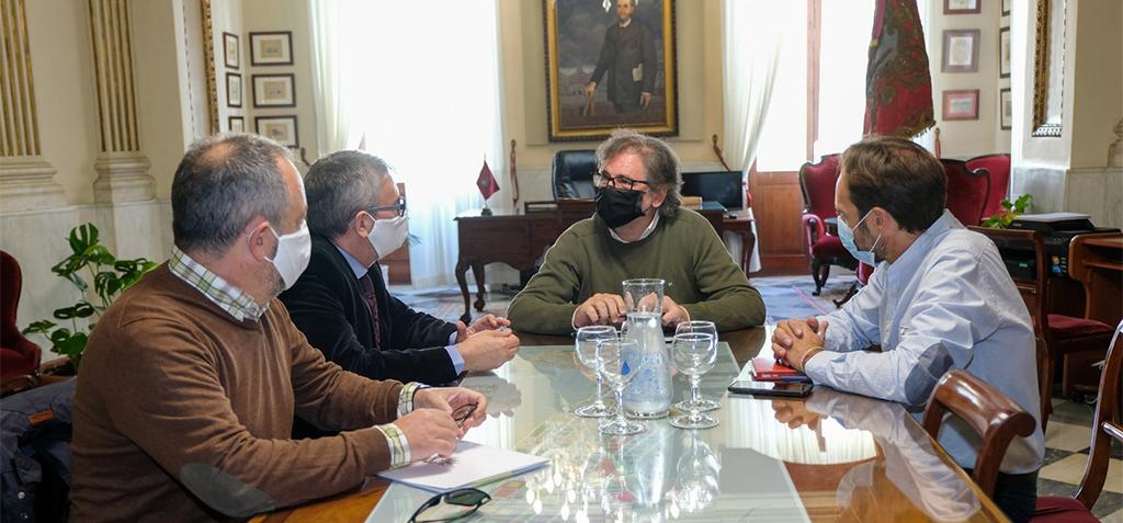 Ayuntamiento de Cádiz y UCA mantienen reunión de coordinación y coinciden en la necesidad de garantizar la financiación para el proyecto de Valcárcel