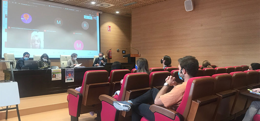 La profesora Eulalia Petit inaugura oficialmente el máster bilingüe en Relaciones Internacionales y Migraciones de la UCA