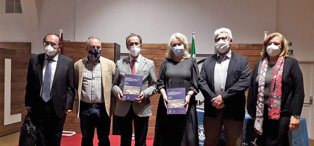Investigadores de la UCA editan el libro con los resultados de sus estudios en el yacimiento neolítico 'La Esparragosa'
