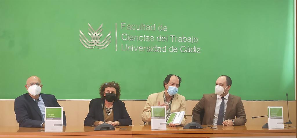 Docentes del máster en Mediación de la UCA presentan el libro 'Mediación y Derecho'