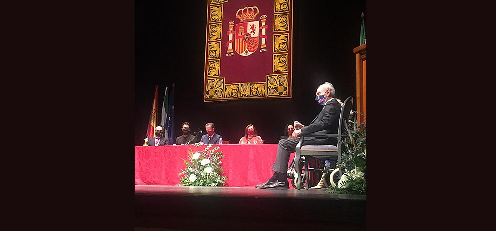 Guillermo Martínez Massanet recibe insignia de Oro en Chiclana de la Frontera