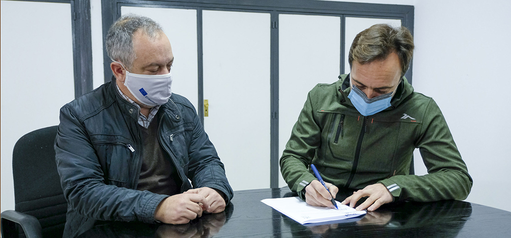 Ayuntamiento y UCA firman un protocolo para el uso compartido de instalaciones de Elcano y embarcaciones universitarias