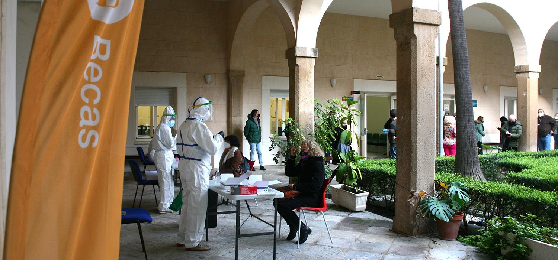 La UCA realiza test de antígenos a su personal y estudiantes en prácticas presenciales
