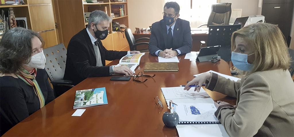 Ayuntamiento de Barbate y UCA cooperarán en proyectos de pesca, marítimos y acuícolas