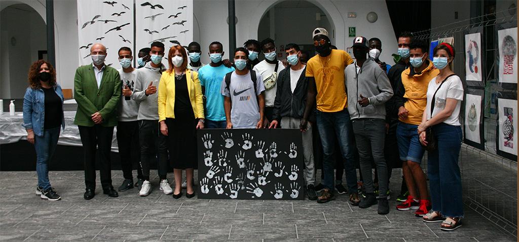 La UCA acoge un acto colaborativo entre artistas y jóvenes africanos en la exposición 'Migrantes'