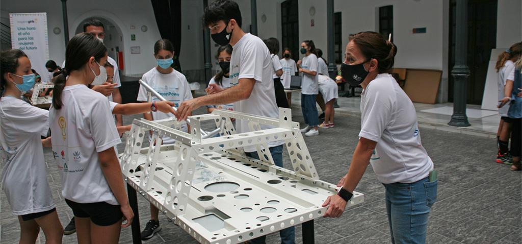 La UCA participa en la semana 'Inspiring Girls Cádiz'