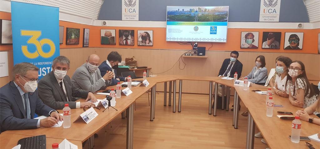 Visita institucional a la UCA del embajador de Kazajistán en España