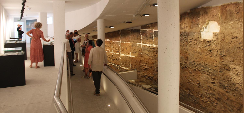 Visita institucional a la cripta arqueológica en obras de El Olivillo