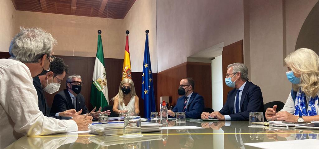La UCA presenta a la consejera de Cultura y Patrimonio Histórico el expediente del Carnaval de Cádiz al Patrimonio Inmaterial de la Humanidad